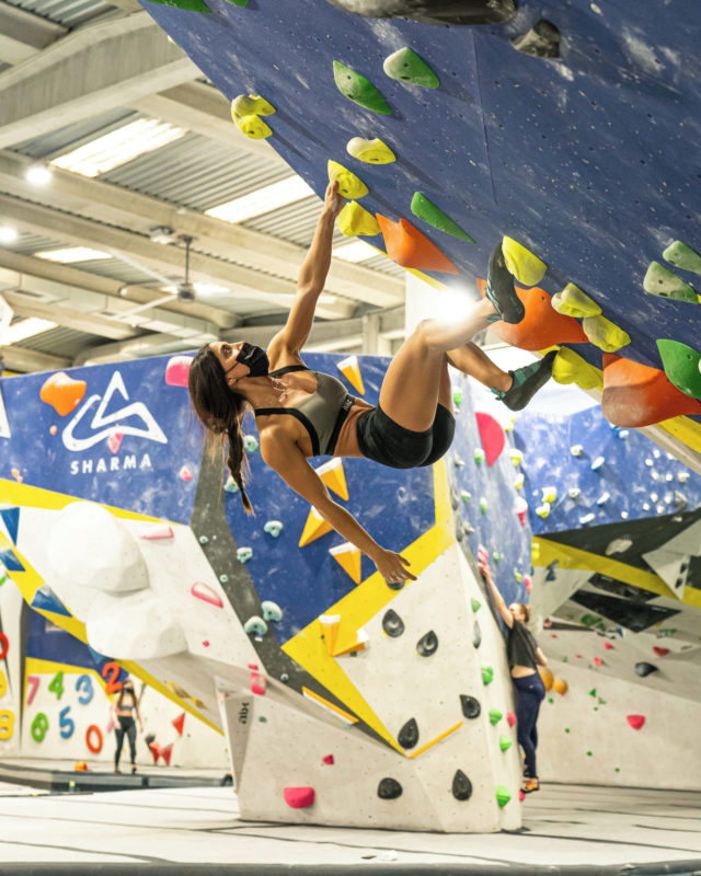 Seguimos abiertos al 30% de aforo, con reserva previa y vestuarios cerrados, recuerda reservar online antes de venir para asegure tu plaza y pásalo bien como lo hace @ashxenn • • • @petzl_official @prana @tenayaclimbing @maximropes @trublueclimbing • • • #climbing #climb #rockclimbing #sportclimbing #climbing_pictures #tradclimbing #getstrong #boulder #bouldering #bloc #klettern #arrampicata #escalade #escalada #explore #indoorclimbing #adventure #exercise #fitness #training #athlete #climbmore #sport #food #comida #bar