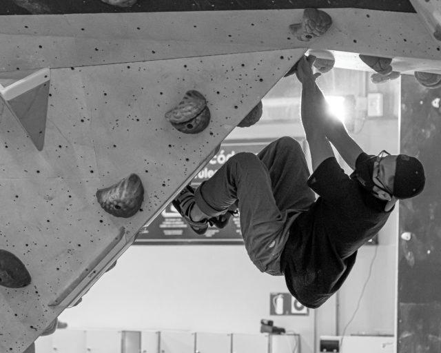 En Sharma Climbing lo más importante es que puedas venir a escalar y a divertirte sanamente, por eso recuerda que es obligatorio el uso de la mascarilla incluso cuando escalas. • • • In Sharma Climbing, the most important thing is that you can come to climb and have fun healthy, so remember that the use of a mask is mandatory even when climbing. • • • @petzl_official @prana @tenayaclimbing @maximropes @trublueclimbing • • • #climbing #climb #rockclimbing #sportclimbing #climbing_pictures #tradclimbing #getstrong #boulder #bouldering #bloc #klettern #arrampicata #escalade #escalada #explore #indoorclimbing #adventure #exercise #fitness #training #athlete #climbmore #sport #food #comida #bar