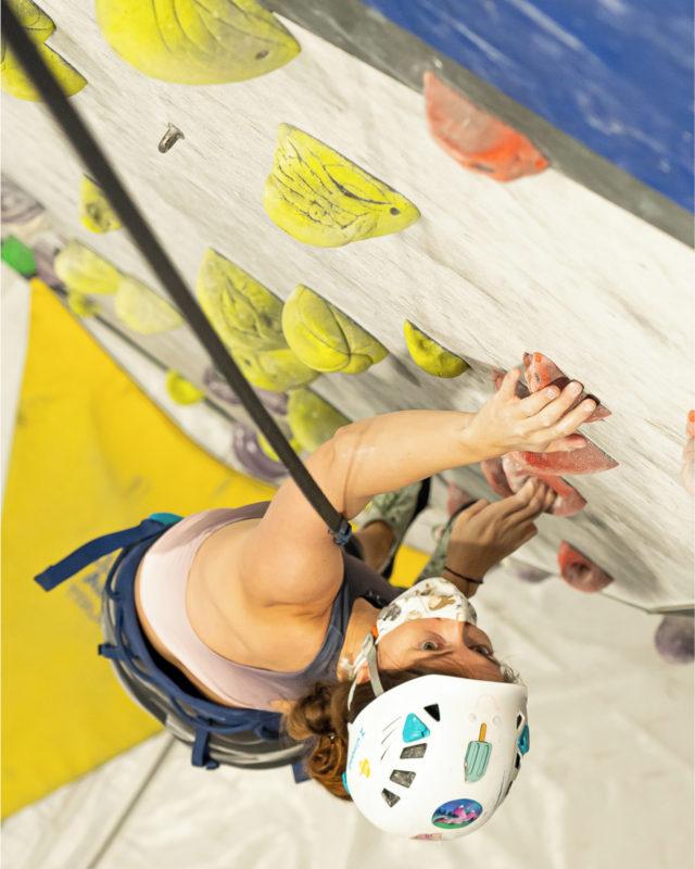 🇪🇸Con los @trublueclimbing escalar es divertido y eficiente como entrenamiento para coger resistencia y fuerza, ven a probar, no necesitas mas que arnés, gatos, casco y a escalar… • • • 🇺🇸With @trublueclimbing train is fun and efficient to gain resistance and strength, come and try. • • • #climbing #climb #rockclimbing #sportclimbing #climbing_pictures #tradclimbing #getstrong #boulder #bouldering #bloc #klettern #arrampicata #escalade #escalada #explore #indoorclimbing #adventure #exercise #fitness #training #athlete #climbmore #sport #food #comida #bar