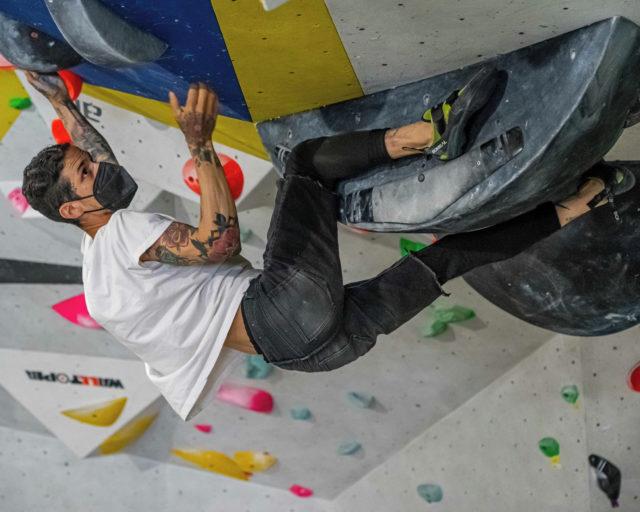 🇪🇸Este boulder de etiqueta morada 🟪 es una maravilla, requiere dedicación, esfuerzo y mucha motivación es perfecto para tener un proyecto y motivarte cada día, ven a probarlo. • • • 🇺🇸This purple label boulder 🟪 is wonderful, it requires dedication, effort and a lot of motivation, it is perfect to have a project and motivate yourself every day, come and try it. • • • #climber @767.move • • • @petzl_official @prana @tenayaclimbing @maximropes @trublueclimbing • • • #climbing #sportclimbing #getstrong #boulder #bouldering #bloc #klettern #arrampicata #escalade #escalada #indoorclimbing  #exercise #fitness #training #sport #food #comida #bar