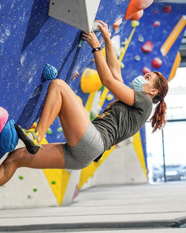 Nuestro equipo de setters se esfuerza para crear bloques de todos los niveles de dificultad, tenemos bloques para todos, si quieres aprender, mejorar o simplemente entrenar pues este es tu lugar… • • • @petzl_official @prana @tenayaclimbing @maximropes @trublueclimbing • • • #climbing #sportclimbing #getstrong #boulder #bouldering #bloc #klettern #arrampicata #escalade #escalada #indoorclimbing  #exercise #fitness